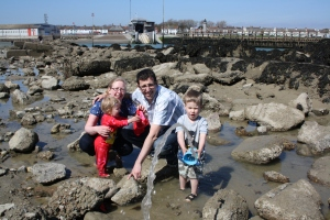 Splashing in rockpools en famille!